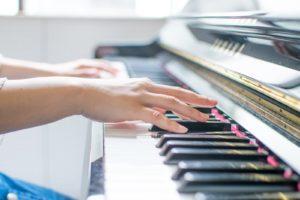 重岡大毅のピアノがすごい!5年でプロ並み!